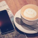 新聞とコーヒーの画像
