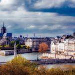 秋パリ観光の気温と服装