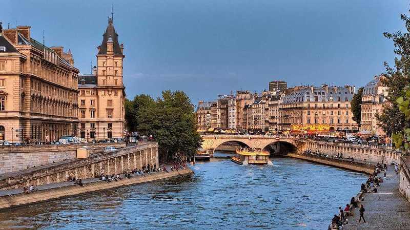 独学でフランスを一人旅行できるような日常会話を学ぶには